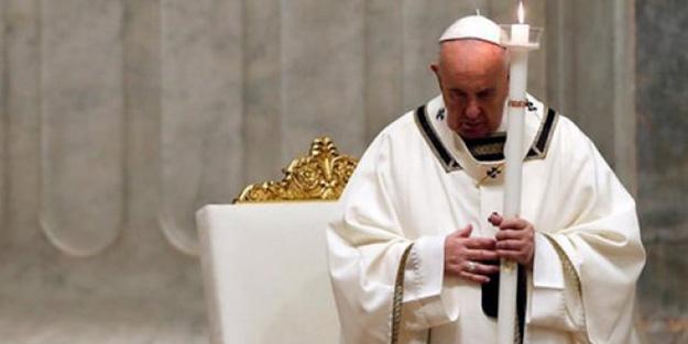 Salgın sebebiyle kiliseyi bastılar! Papa'dan ahlaksızlara yardım