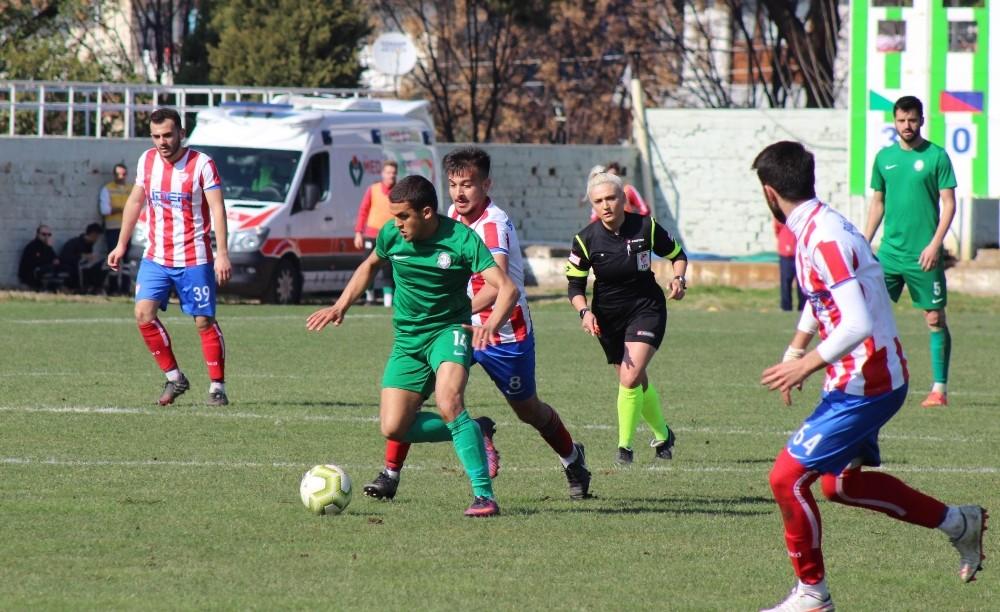 Salihli Belediyespor 3 puanı 3 golle aldı