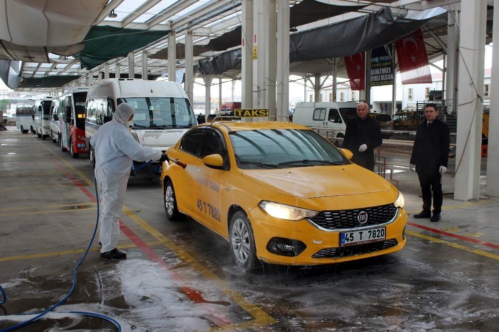Salihli'de toplu taşıma araçları dezenfekte edildi