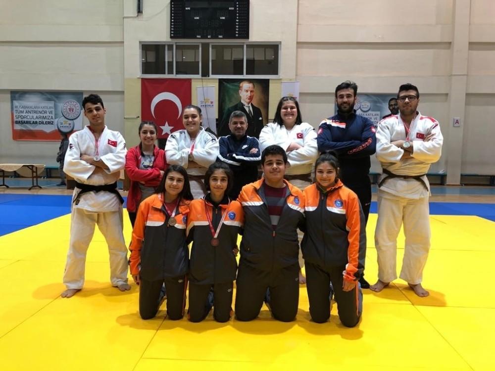 Salihlili judocular Demir ve Dirgen Türkiye şampiyonu
