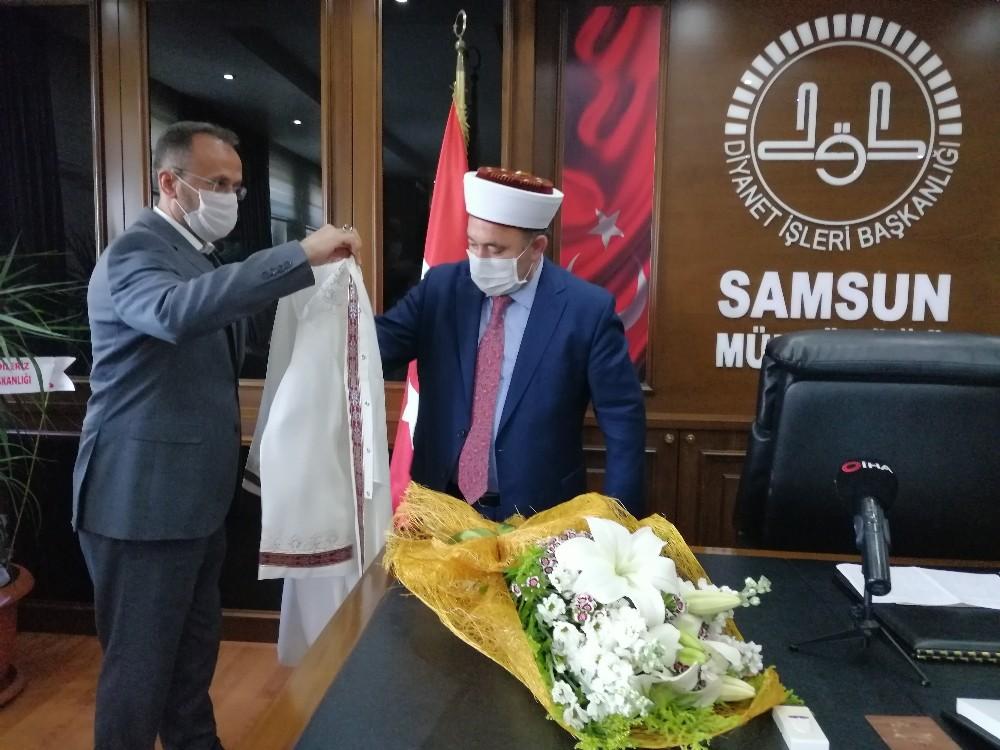 Samsun Müftüsü Çakır cübbe giyme töreni ile görevine başladı