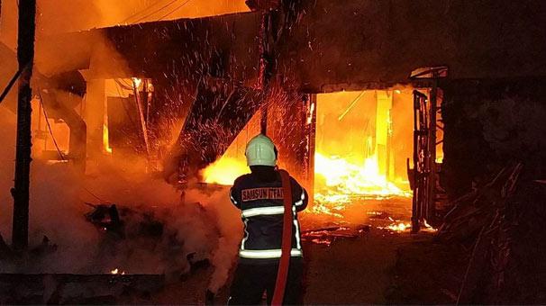 Samsun'da palet fabrikası alev alev yandı