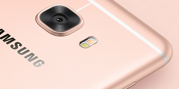 Samsung'un  6 GB RAM'li telefonu göründü