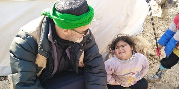 Sanatçı Yaşar Alptekin İdlib'de savaş mağdurlarını ziyaret etti