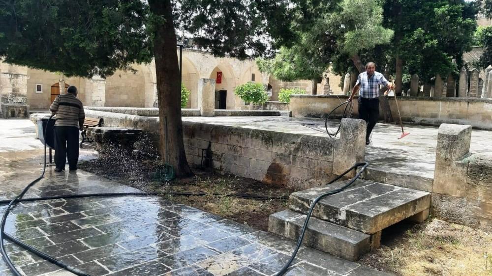 Şanlıurfa'da cuma namazı hazırlığı