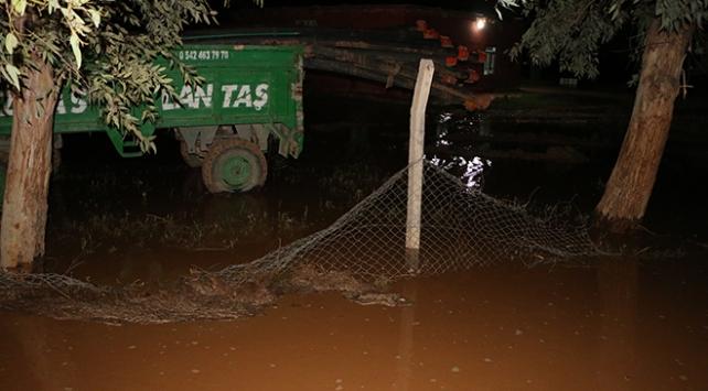 Şanlıurfa'da şiddetli yağmur yaşamı olumsuz etkiledi