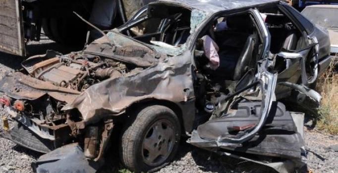 Şanlıurfa'da trafik kazası: 2 kişi öldü, 1 kişi yaralandı