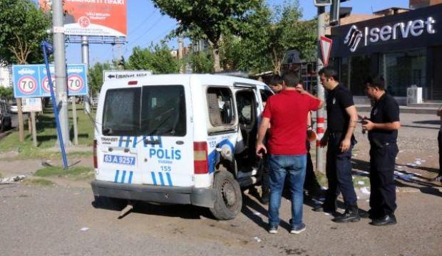 Şanlıurfa'da uzman çavuş, polis aracına çarptı! Yaralılar var