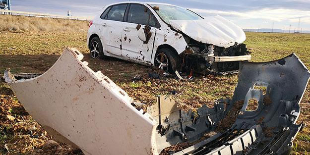Şarampole yuvarlanan araçta 2 kişi yaralandı