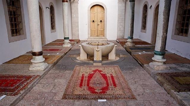 Saraybosna camilerinin asırlık seccadeleri Anadolu'dan