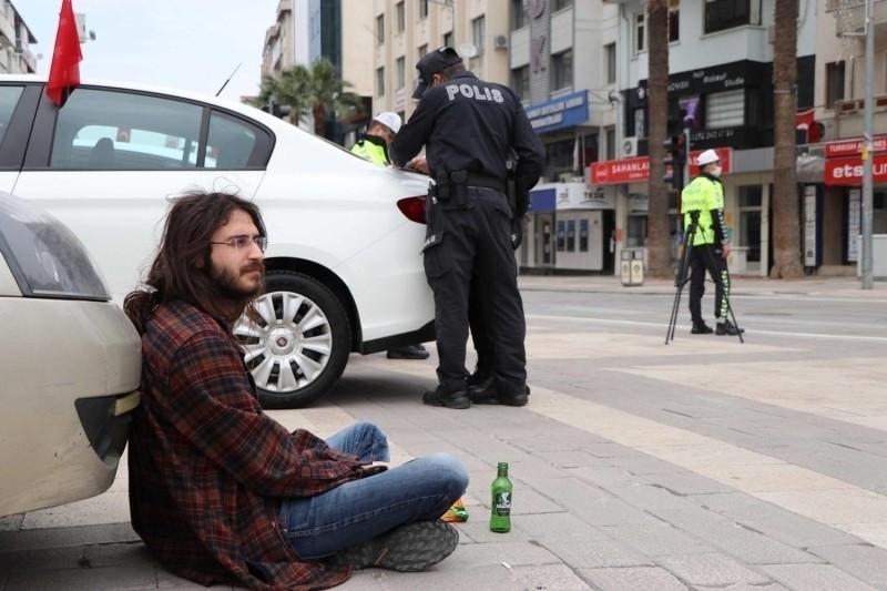 Sarhoş vatandaş sokağa çıkıp ambulansa otostop çekti