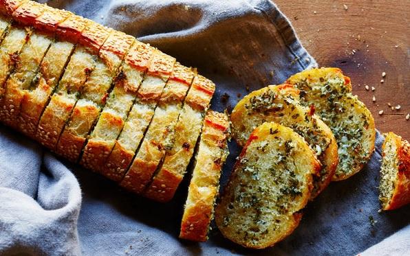 Sarımsaklı ekmek nasıl yapılır? Sarımsaklı ekmek tarifi