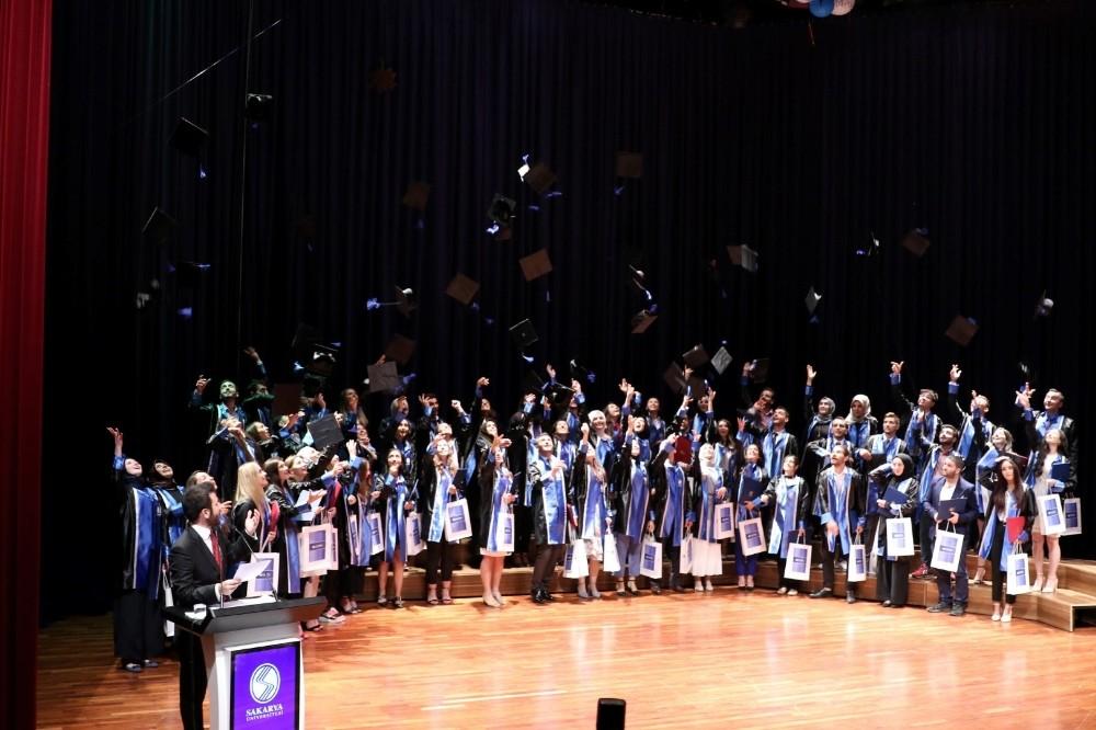 SAÜ'de genel mezuniyet töreni düzenlendi