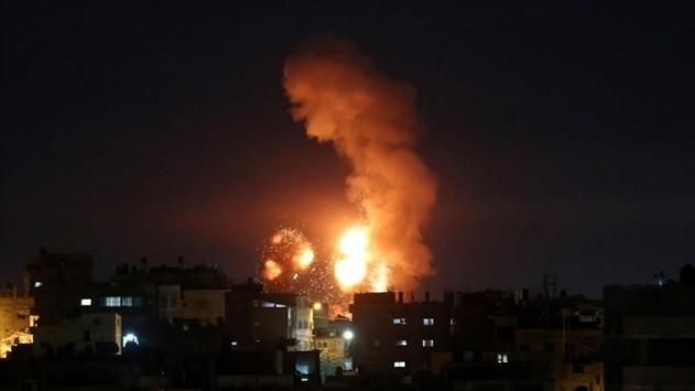 Savaş uçakları bombaladı! Siyonistler Gazze'yi vurdu