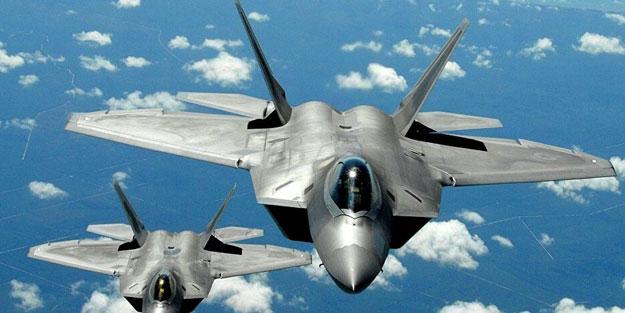 Savaş uçakları yolcu uçağını taciz etti! Dehşet anları kameraya yansıdı