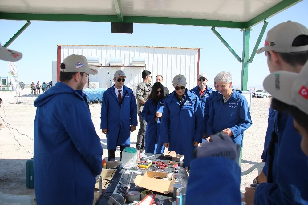Savunma Sanayii Başkanı Demir, Tuz Gölü roket yarışlarına katıldı