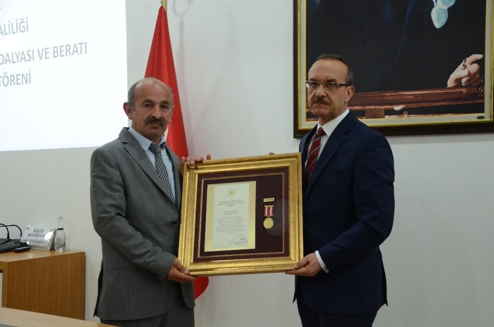 """Şehir yakınlarına """"Devlet Övünç Madalyası ve Berat"""" takdim edildi"""