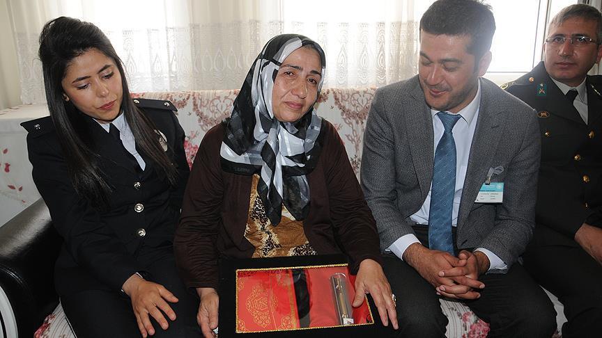 Şehit annelerine Kur'an-ı Kerim ve Türk bayrağı hediye edildi