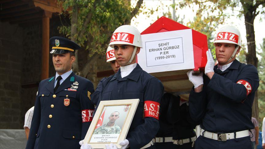 Şehit asker Erhan Gürbüz toprağa verildi