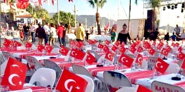 Şehit kanıyla çizilen Türk bayrağını rakı sofrasına meze yaptılar!