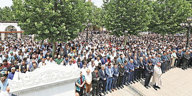 Şehit Mursi için 81 ilde gıyabi cenaze namazı