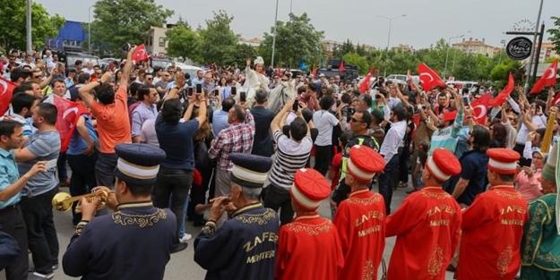 İzmir'de şehit oğlu için asker, polis ve halk akın etti