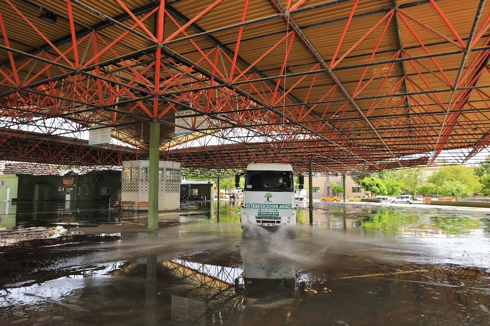 Şehitkamil'deki Cuma namazı kılınacak alanlar dezenfekte edildi