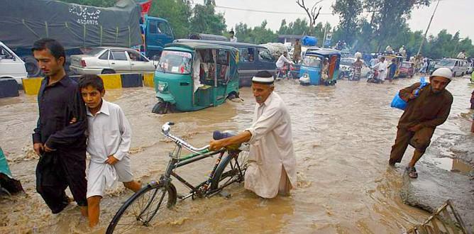 Afganistan'ı sel vurdu: 100 ölü
