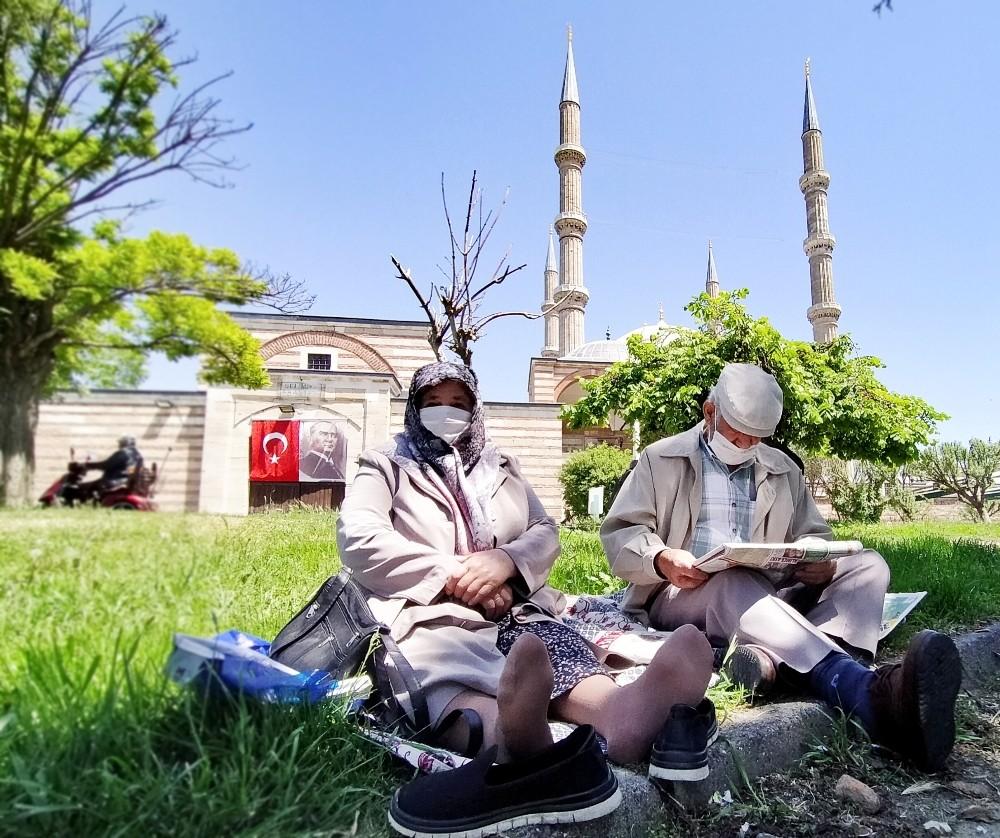 Selimiye Camii Meydanında dua ettiler, özgürlüğün tadını çıkardılar