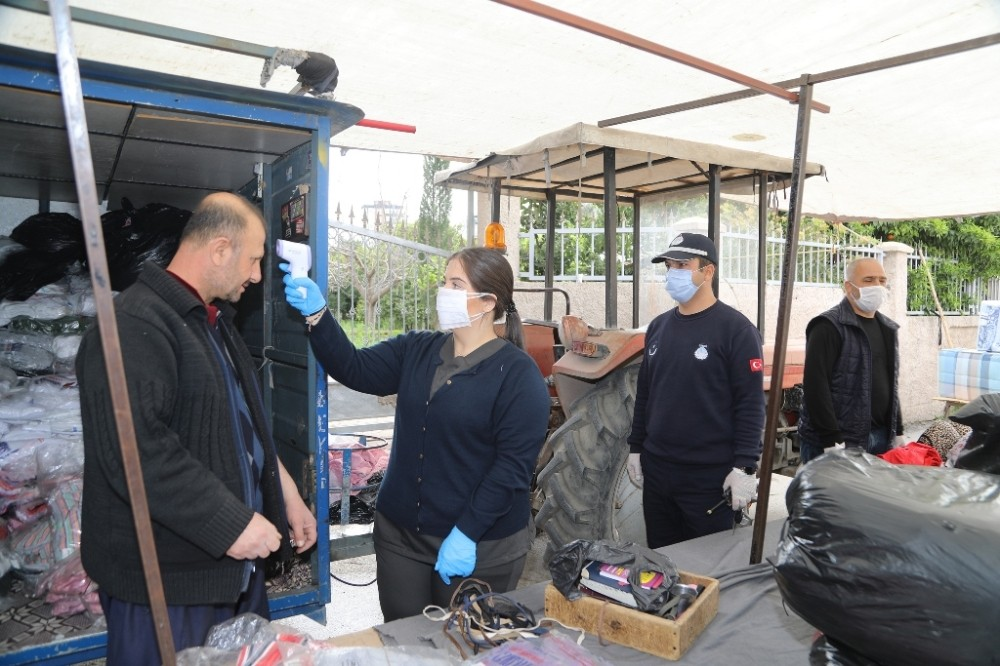 Semt pazarlarında koronaya karşı ateş ölçümü
