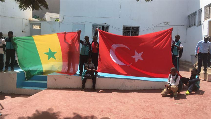 Senegalli öğrencilerden Mehmetçiğe dua