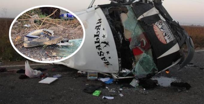 Sera işçilerini taşıyan minibüs ile otomobil çarpıştı: 2 ölü, 18 yaralı