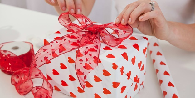 Sevgililer gününde hediye almak