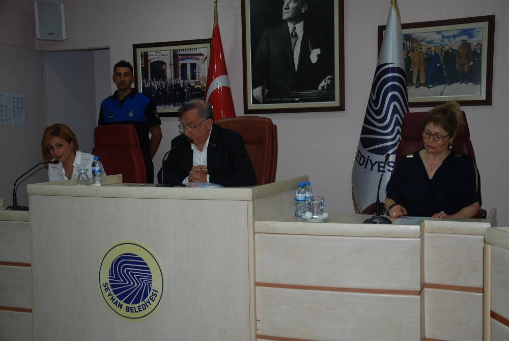 Seyhan'da meclis gündeme geçemedi