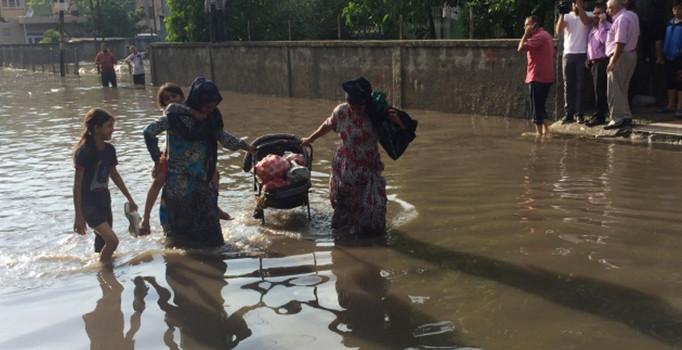 Şiddetli yağmurlar nedeniyle birçok eve su bastı