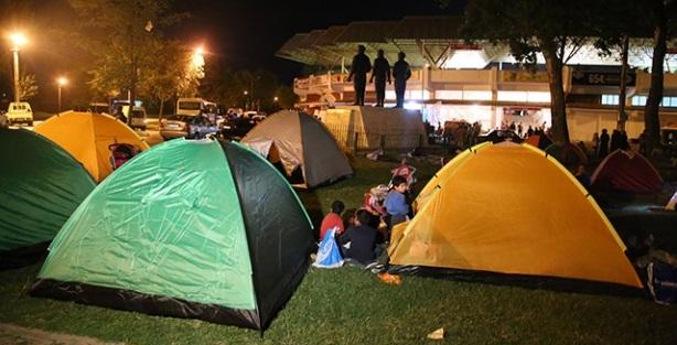 Sığınmacıların Edirne'deki bekleyişleri sürüyor