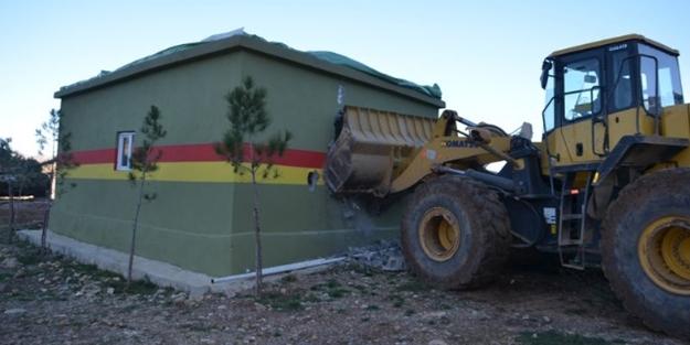Asker PKK'ya ait o yeri yerle bir etti!