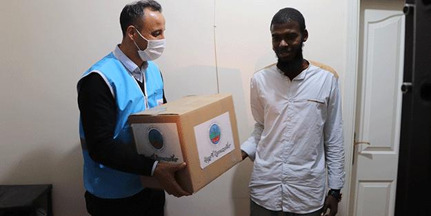 Siirt'te yabancı uyruklu öğrencilere gıda yardımı