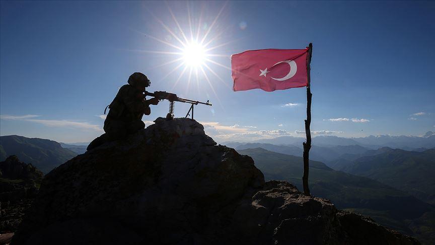 Silopi'de 4'ü kadın 6 PKK'lı terörist güvenlik güçlerine teslim oldu