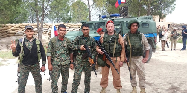 Şimdi de Rus askerleri YPG'li teröristlerle birlikte!