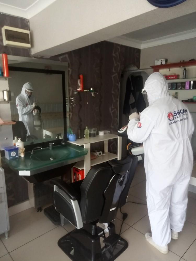 Sincan'da kuaför, berber ve güzellik salonları dezenfekte ediliyor