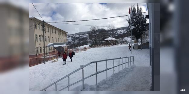Sinop'ta bugün(10 Şubat Pazartesi) hangi okullar tatil edildi? Boyabat Durağan okullar tatil mi?