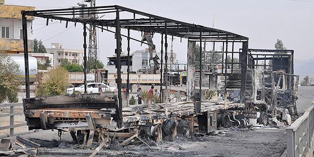 Şırnak'ta 5 tırı ateşe verdiler
