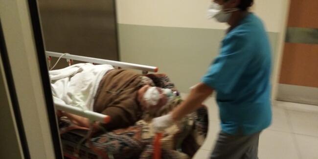Şişedeki tuz ruhunu su diye içince ağır yaralandı