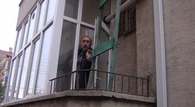 Sivas'ta ev sahibine yakalanmamak için balkon penceresinden eve girip çıktı