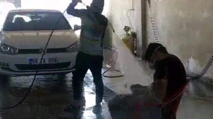 Sivas'ta işçiye tazyikli suyla işkence! Utanmadan paylaştı