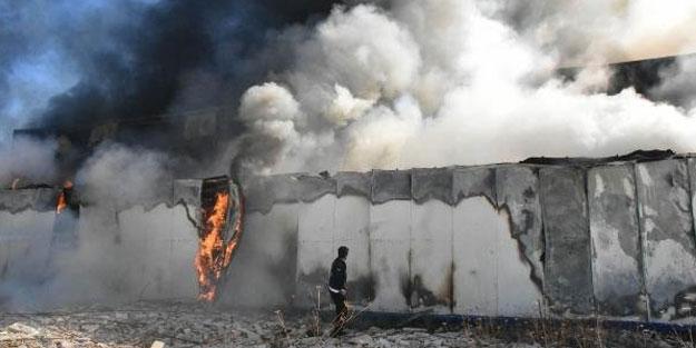 Sivas'ta korkutan yangın! Geri dönüşüm fabrikası alev alev yandı