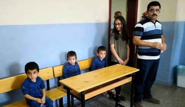 Sivas'ta Recep, Tayyip ve Erdoğan ile sandığa gittiler
