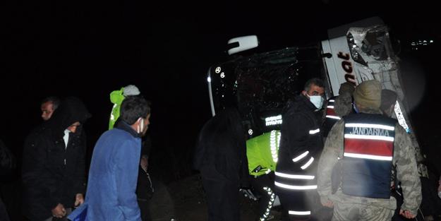 Yolcu otobüsü tarlaya uçtu: 39 yaralı