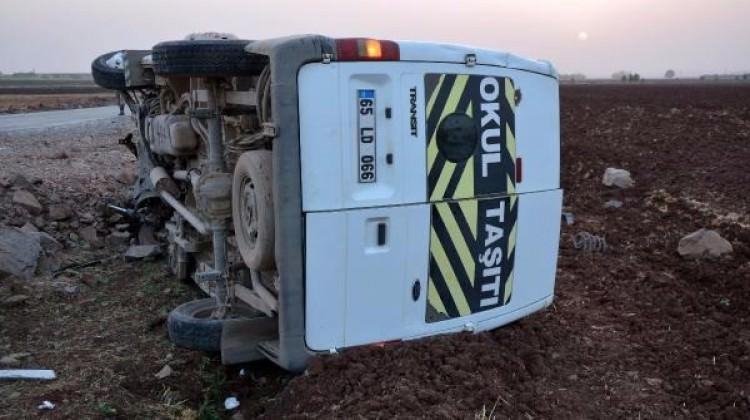 Siverek'te minibüs devrildi: 5 yaralı